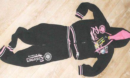 Pozor na nebezpečnou dětskou teplákovou soupravu