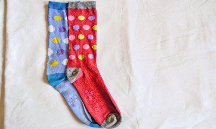Každá ponožka jiná připomíná Světový den Downova syndromu