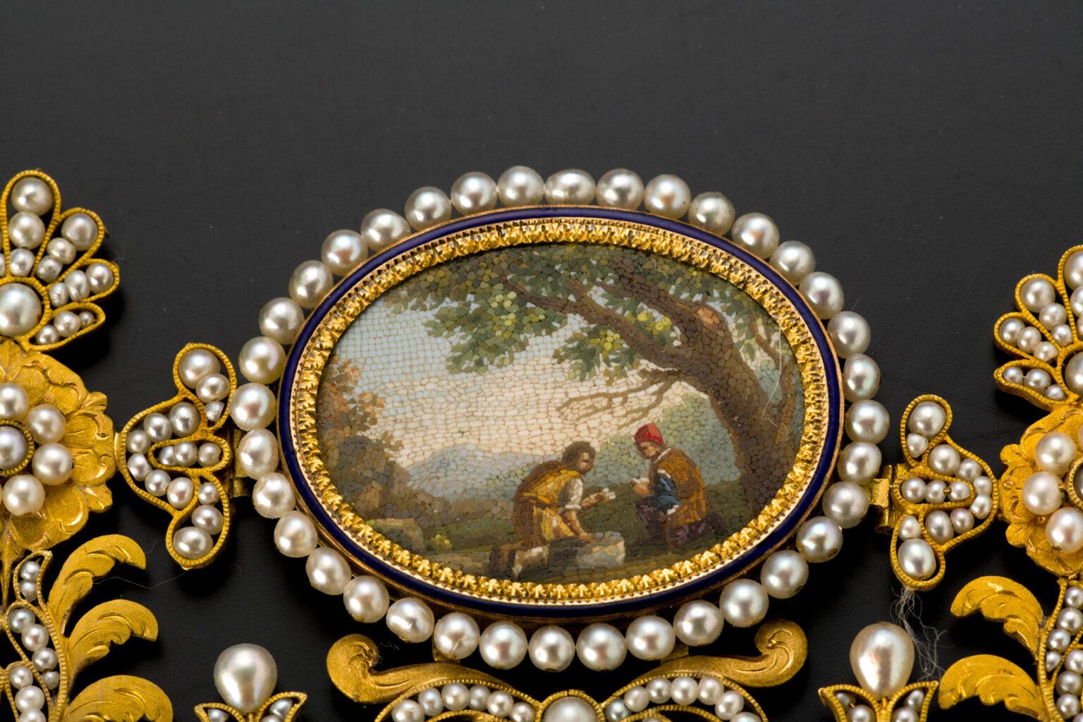 Šperky ze sbírky UPM v Praze součástí luxusní výstavy v Paříži
