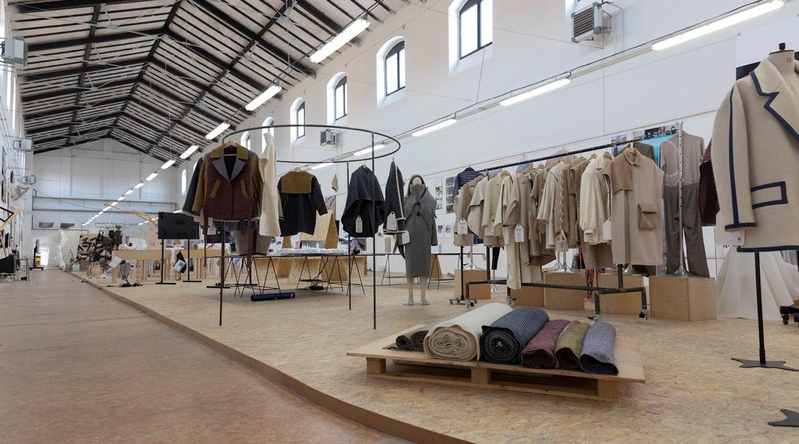 Ateliér módní tvorby UMPRUM představil udržitelnou vlnu na výstavě ARTSEMESTR